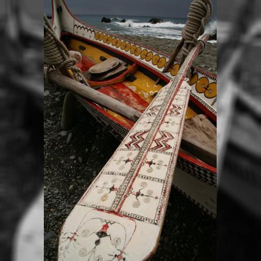 台湾の東側にある離島・蘭嶼島。写真は先住民族のヤミ族の伝統的な船。今でもこの船でトビウオ漁をしてますよ~!