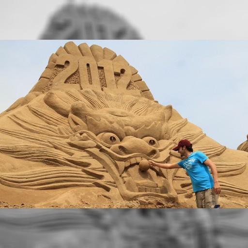 福隆で海開き、砂のアートがお出迎え