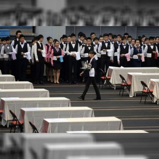 台湾でトレー運びコンテスト、給仕の「技」競う  写真7枚 国際ニュース:AFPBB News