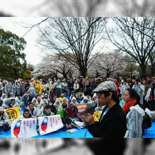 台湾学生デモ、日本で留学生ら呼応 300人超「民主主義守ろう」