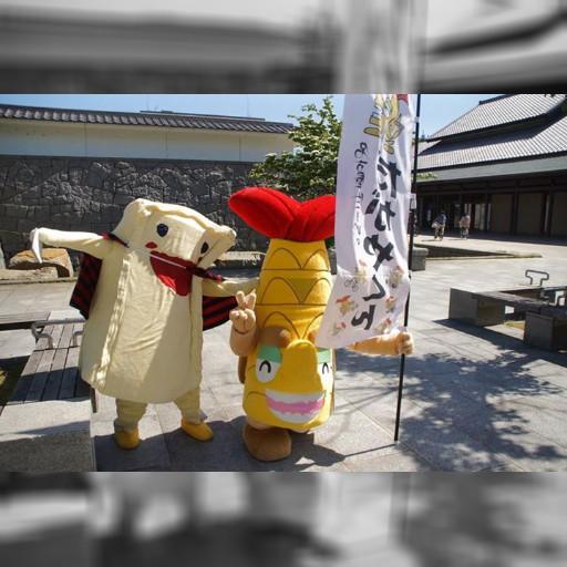 パイナップルケーキの王子・プルケが名古屋城で「だがやくん」と一緒になりました。