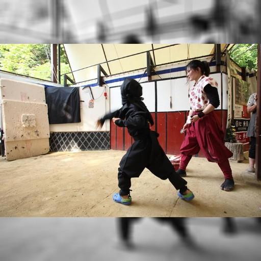 名古屋の隣の三重県にある、伊賀流忍者博物館は手裏剣が投げられます。