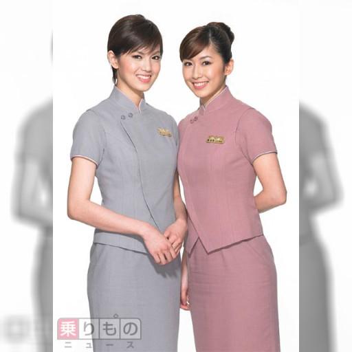西武特急にチャイナエアラインCAが搭乗 「台湾デー」に合わせ | 乗りものニュース