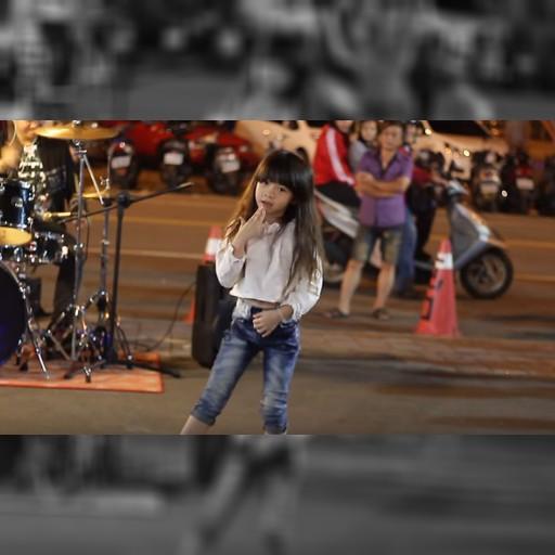 """【世界美少女探訪】台湾の夜市に舞う天使! セクシーキュートな7才児ダンサー """"嬌嬌"""" ちゃん / ネットの声「10年でも20年でも待つ! 結婚して!!」"""