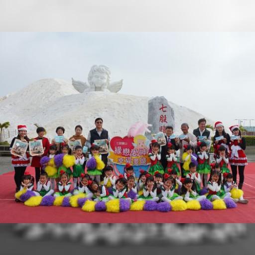 台湾最大の「キューピッド」、台南に降臨 2016年の到来を祝福 | 社会 | 中央社フォーカス台湾