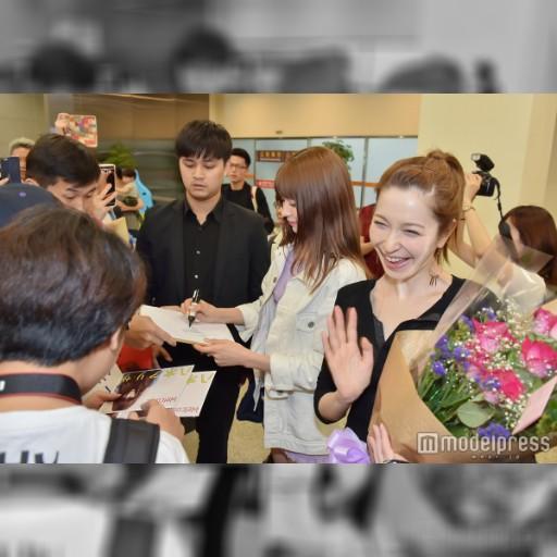 藤井リナ&八木アリサらが台湾上陸 現地ファン殺到で熱烈歓迎 – モデルプレス