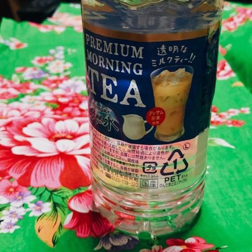 最近日本開賣的透明色奶茶。